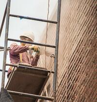 Tuckpointing-old-brick